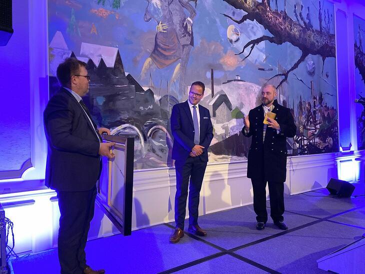 Fra venstre: Styreleder i Sjømatbedriftene Håvard Høgstad, Sigvald Rist og Adm Dir i Sjømatbedriftene Robert Eriksson.